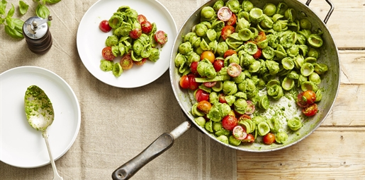 Spinach Pesto Pasta with Cherry Tomatoes